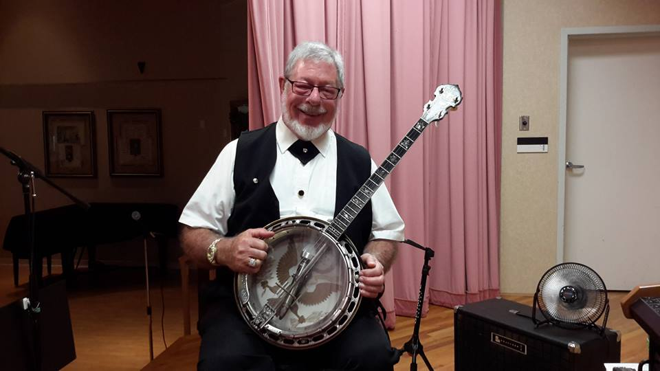 Ken poses with his tenor banjo prior to stage concert in Cincinnati, Ohio